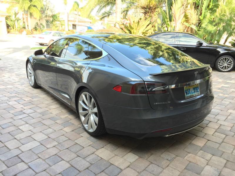 2013 Tesla Model S 4-door coup