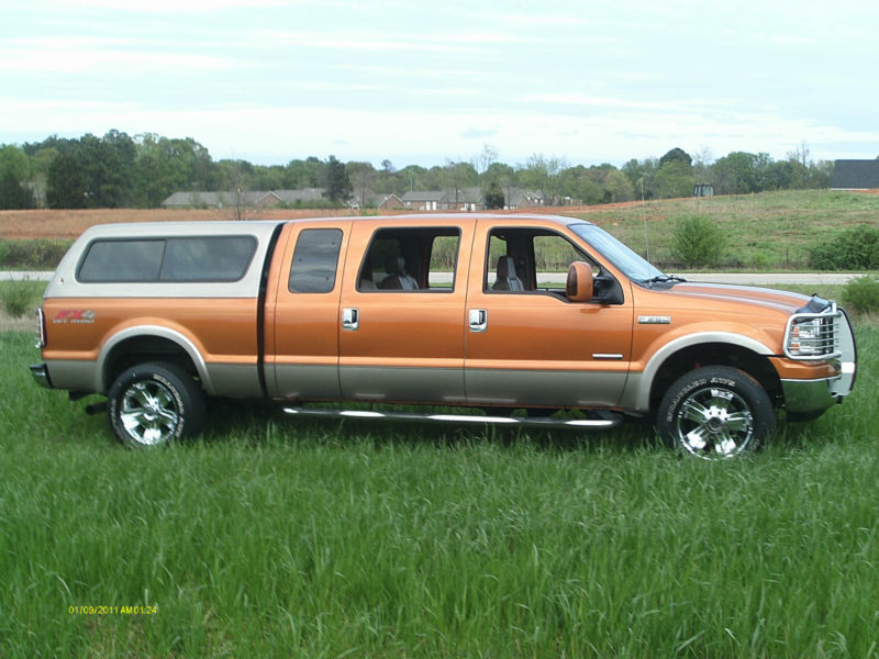 2006 Ford F-250 Lariat Crew Cab Pickup 4-Door