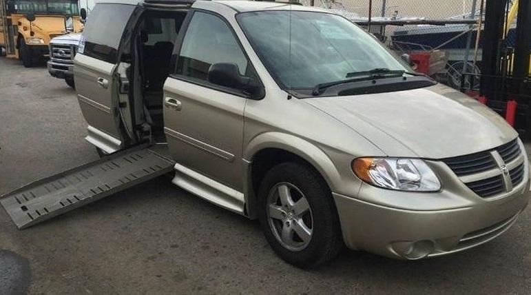 2005 Dodge Grand Caravan VMI Handicap Mobility Wheelchair Accessible Mini-van 83,538 Miles Clean Title $12,700