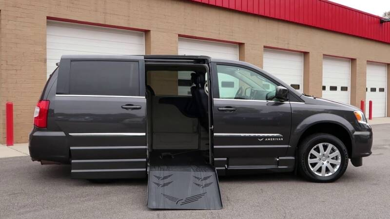 2013 Chrysler Town and Country Wheelchair Handicap Mobility Van