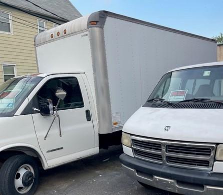 Chevrolet Express 3500 Commercial Cutaway Box Truck