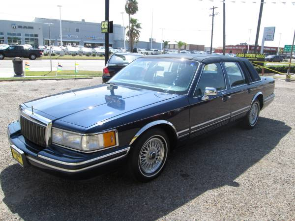 RARE FIND - 1991 Lincoln Town Car Signature auto