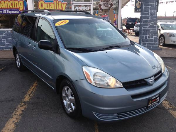 2005 Toyota Sienna 111K miles 1 Owner Clean Carfax Ent. System