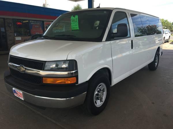 2015 Chevrolet Express 3500 12 Passenger Van