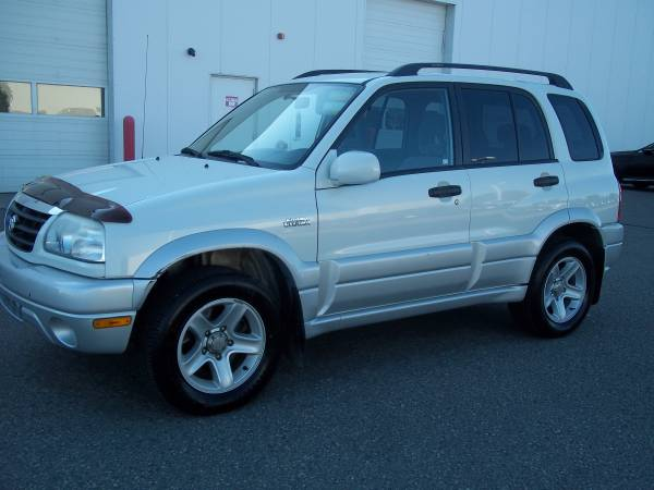 Suzuki 2003 Grand Vitara 4x4 (97000 miles) new tires, remote start, V6