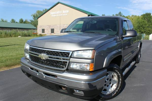 2006 Chevy Silverado Z71 4WD ! NEW INVENTORY! NEW TIRES! RUST FREE!