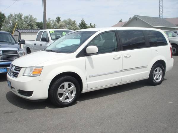 2008 Dodge Gr Caravan SXT *Very clean!*