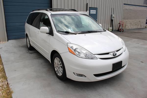 2008 Toyota Sienna XLE Leather Sunroof JBL Bluetooth Minivan 08 1Owner