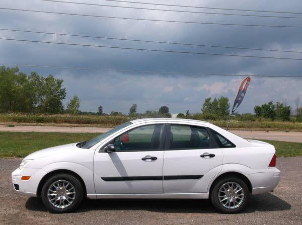 2005 FORD FOCUS ZX4, 4CYL, AUTO