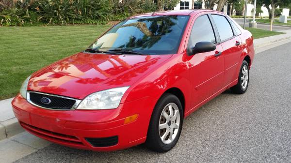 2005 Ford Focus ZX4 SE ***Extra Clean***