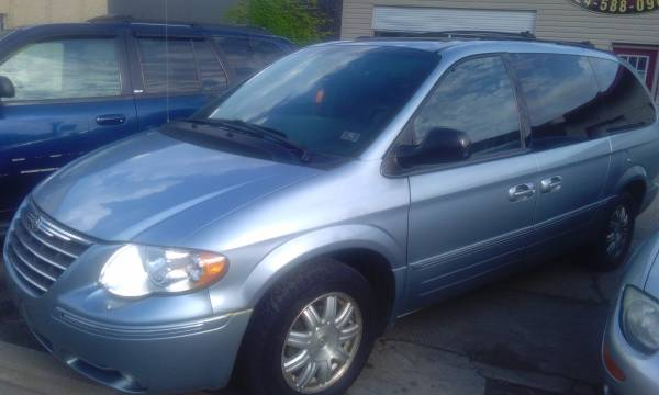 05 Chrysler Town & Country Touring *3rd Row Seating* 162k Miles