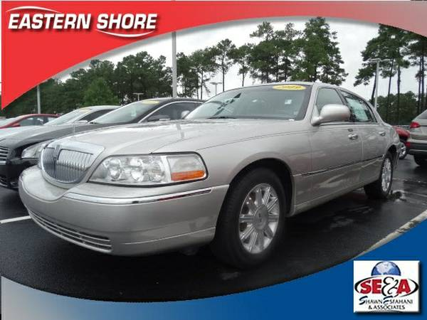 2009 Lincoln Town Car 4D Sedan Signature
