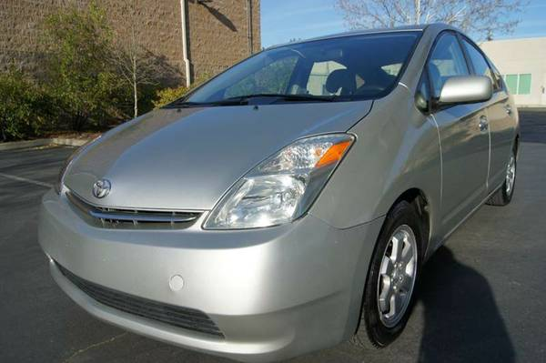 2004 TOYOTA PRIUS ( ONLY 141k) MUST SEE!!!!