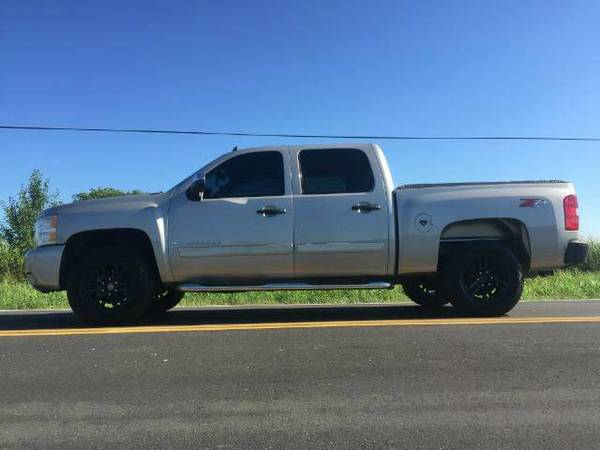 2008 CHEVY SILVERADO Z71 CREW CAB WITH WHEELS - GOOD LOOKIN!!