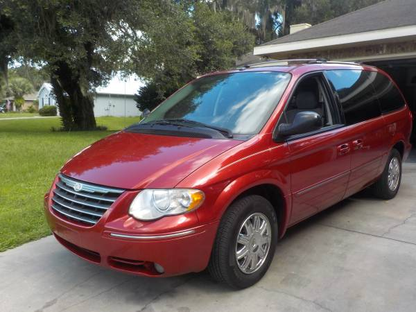 2006 CHRYSLER TOWN & COUNTRY LIMITED--MINT CONDITION! 65,000 MILES!!!