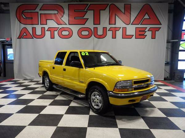 2002 Chevrolet S10 Pickup LS CREW CAB 4X4 ONLY 67K MATCHING TONNEAU