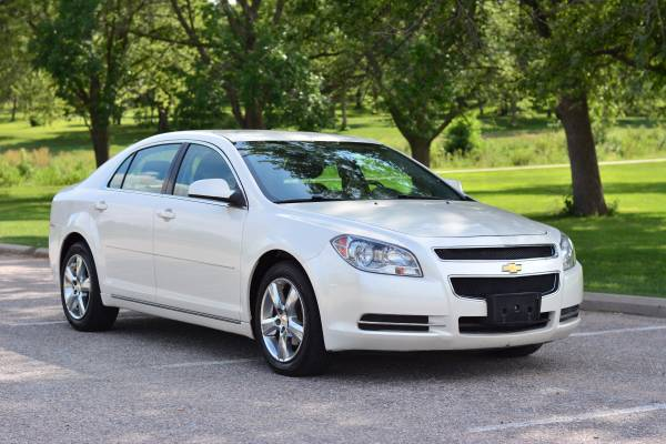 2011 Chevrolet Malibu LT 4dr Sedan w/1LT **Only 66k miles**