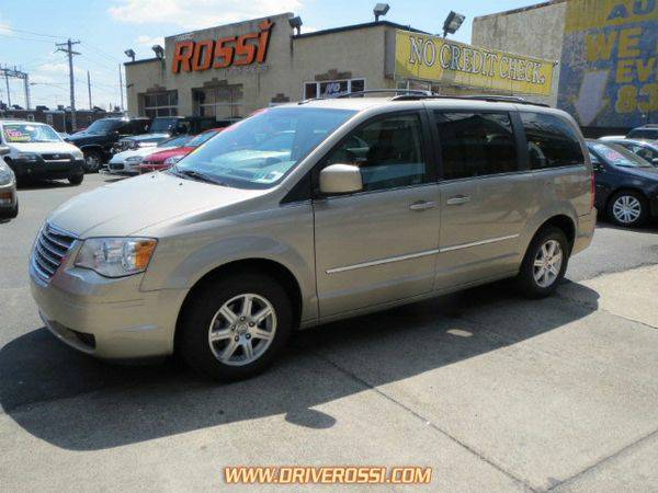 2009 *Chrysler* *Town* *&* *Country* Touring - No Credit Check*