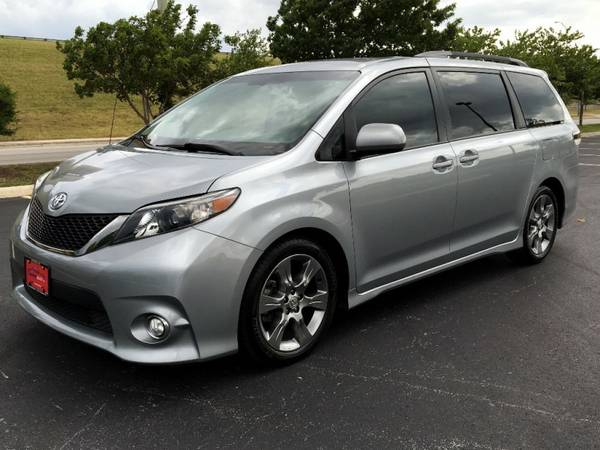 2011 TOYOTA SIENNA BEAUTIFUL LIKE NEW