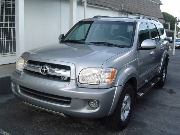 2006 Toyota Sequoia SR5 with Leather, Sunroof and DVD