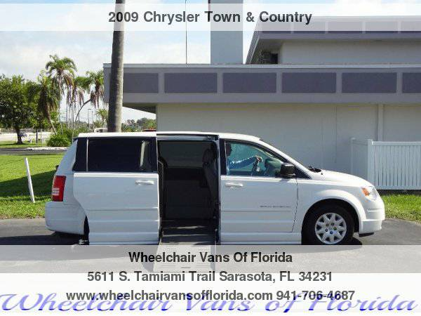 2009 Chrysler Town & Country Wheelchair Handicap Van
