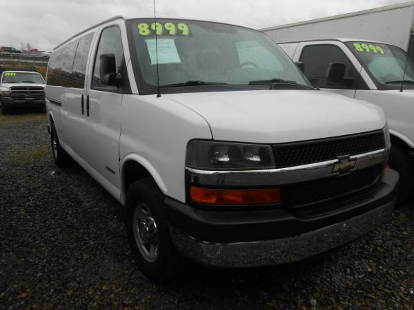 2006 Chevy Express 15 Passenger Van Extended $8,999