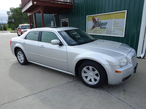 2005 CHRYSLER 300 Fully Loaded, Brand New Tires, Like New!!!