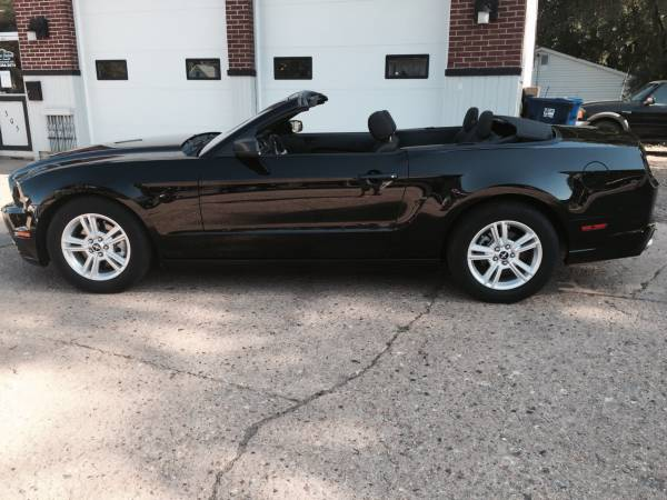 **Price Drop** 2014 Ford Mustang V6 2dr Convertible