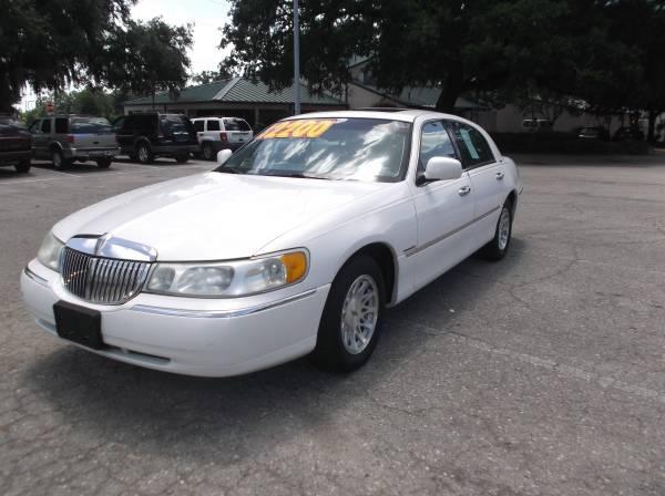 CASH SALE!------1999 LINCOLN TOWN CAR-SIGNATURE SERIES-133K MILES$2200
