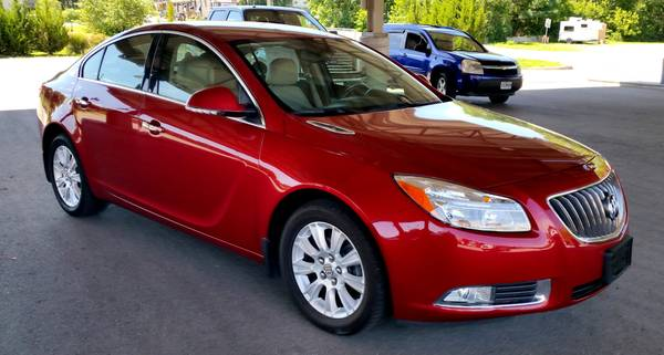 2013 Buick Regal Hybrid Premium - 32k OFF LEASE 1 Owner Leather Luxury