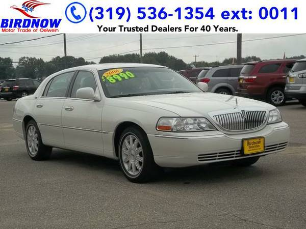 2006 *Lincoln Town Car* Signature Limited (Ceramic White)