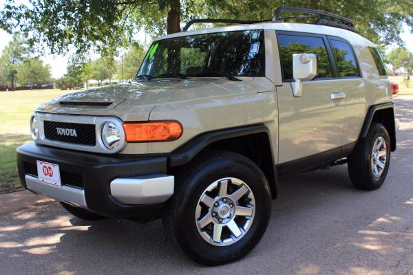 2014 TOYOTA FJ CRUISER HARD TO FIND! ALLOYS! VERY CLEAN! RARE COLOR!
