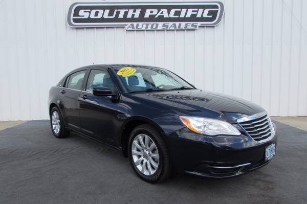 2012 Chrysler 200 Touring - Clean - 29 MPG - WE FINANCE!