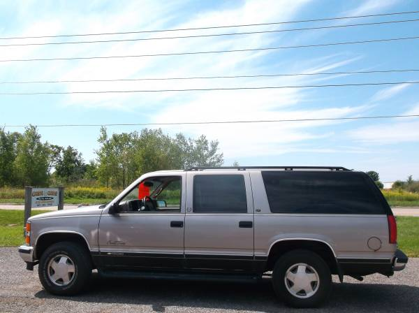 1999 CHEVROLET SUBURBAN COUNTRY TOURING, 4X4, 8CYL, AUTO, 3RD ROW