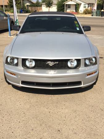 2006 Ford Mustang GT Convertible 5-SPEED ** ONLY 73K MILES!! **