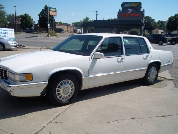 Cadillac 1993 DeVille (128000 miles) leather interior, new tires, V8