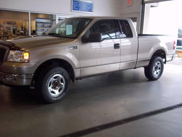 Ford 2004 F150 XLT 4WD (217000 miles) 4-door, runs good, 4x4, clean