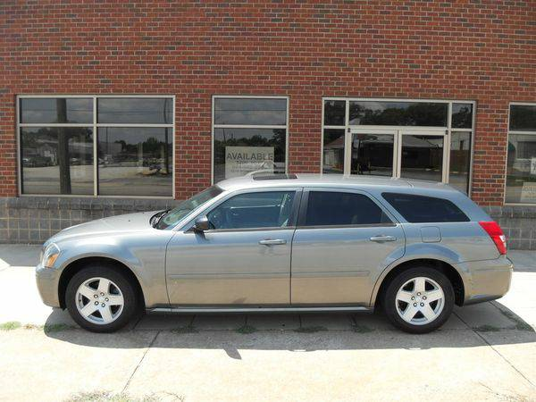 2005 *Dodge* *Magnum* SXT - Your Pre-Owned Import Specialist