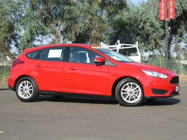 2015 *Ford Focus* Hatchback SE - () 4 Cyl.