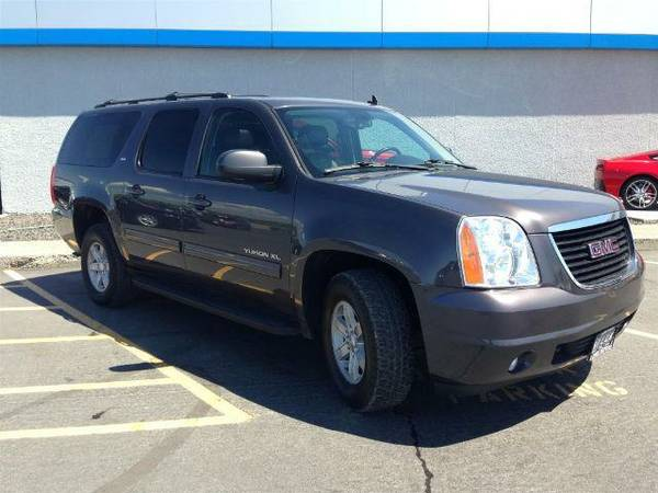 2011 GMC Yukon XL 4WD SLT SUPER CLEAN!