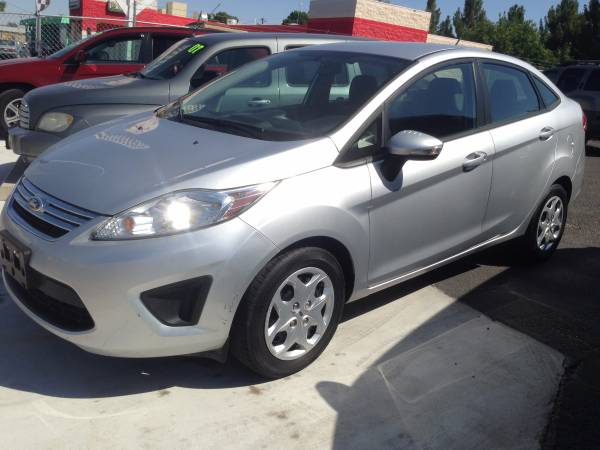 SCHOOL SPECIAL! 5% OFF THE PRICE WITH ID GAS SAVER 2013 Ford Fiesta SE