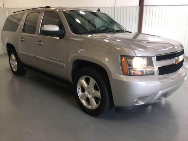 2007 CHEVROLET SUBURBAN**LEATHER**REAR DVD**BUCKET SEATS**REAR BACK UP