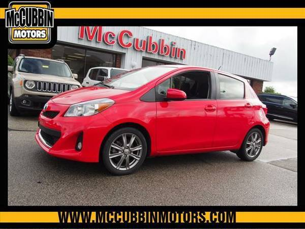 2013 *Toyota Yaris* SE 5-Door AT (Red)