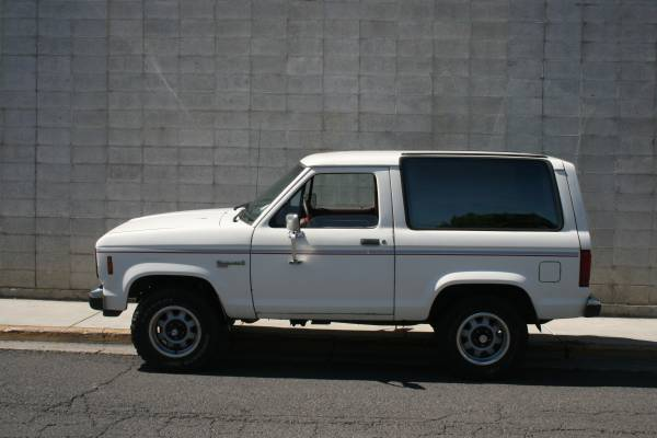 CLASSIC 87 FORD BRONCO II 4X4 LOADED
