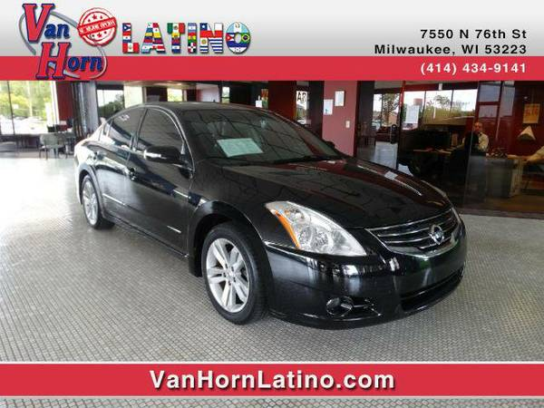 2011 *Nissan Altima* 3.5 SR (Black)