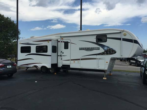 2010 Mountaineer Hickory Fifth Wheel Series M-326!! $25K OFF !!