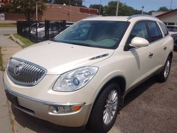 _2010 Buick Enclave CXL, AWD, Leather, 3rd Row....