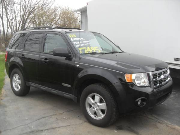 2008 FORD ESCAPE - LEATHER - MOON ROOF - WARRANTY {SUV SALE}