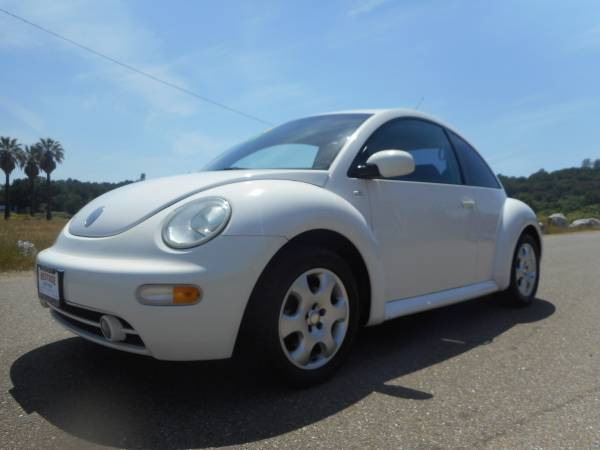 PRICE DROP O2 VOLKSWAGEN BEETLE 5 SPEED & MOONROOF WITH 146,000 MILES