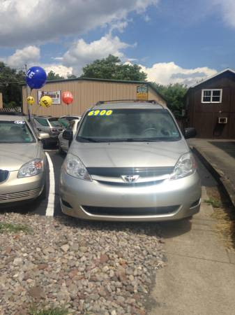 2007 Toyota Sienna CE Like new in and out.